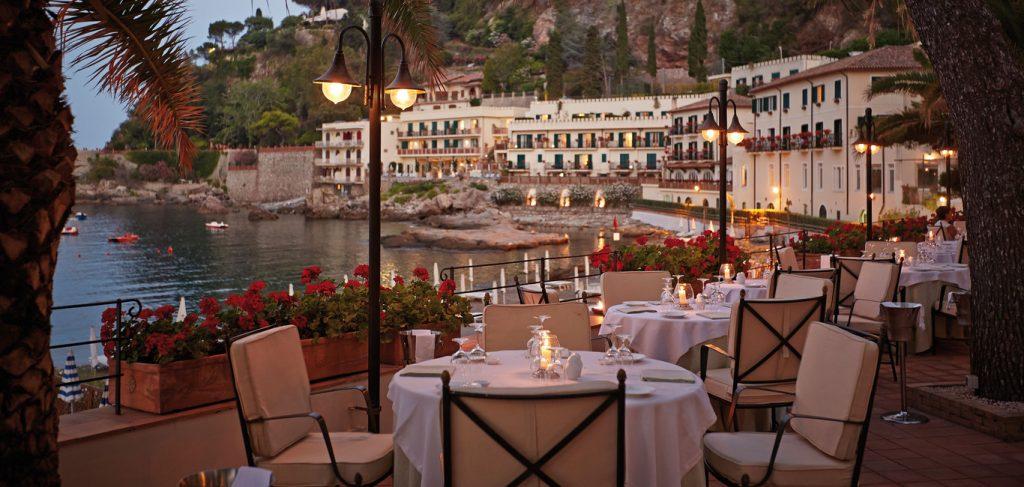 Ресторан у моря в Калабрии